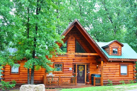 All Wood Log Cabin, 2 bdrm, wi-fi, nestled in woods, Pool available, hot tub - Ridgedale