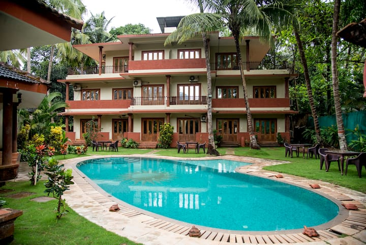 Pool facing 2 room near morjim beach