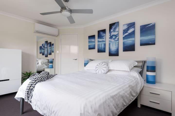 Modern Ocean Vista Townhouse - Doubleview - Adosado