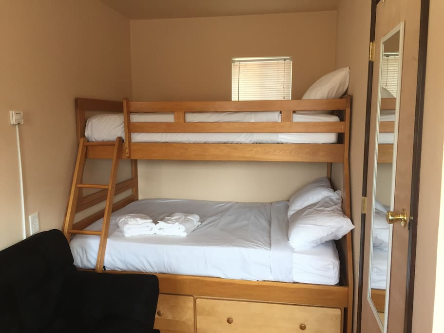 Bottom full, top twin bunk set with click clack