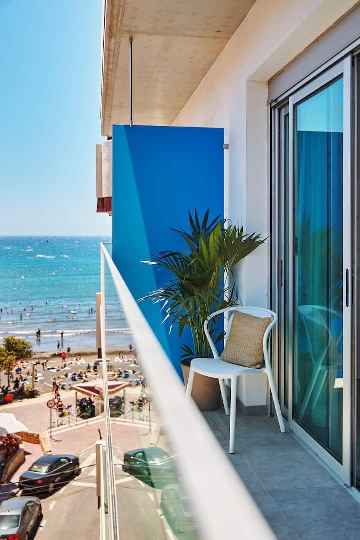 Nuevo apartamento al lado de la playa con parking