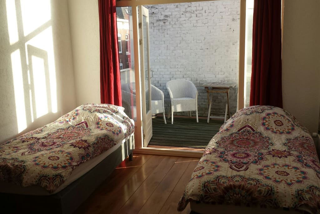 Spacious room with an terrace... just 5 min from city centre!