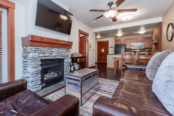 Welcoming Condo, just steps to skiing and dining with lodge amenities