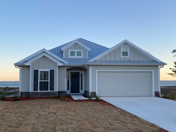 BAY DREAM:  NEW HOME WITH BAY VIEW, PIER ACCESS
