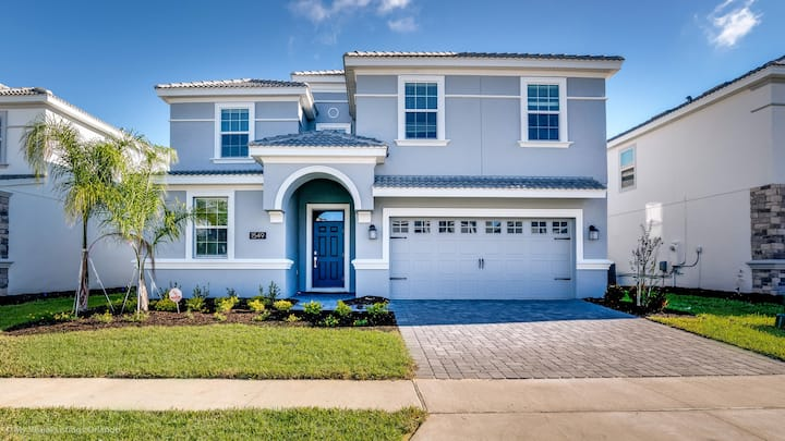 BRAND NEW!ChampionsGate 8BR pool villa near Disney