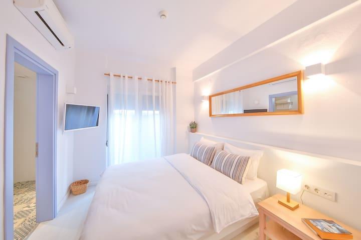 Dias Hotel | Budget Double Room - Basement Floor