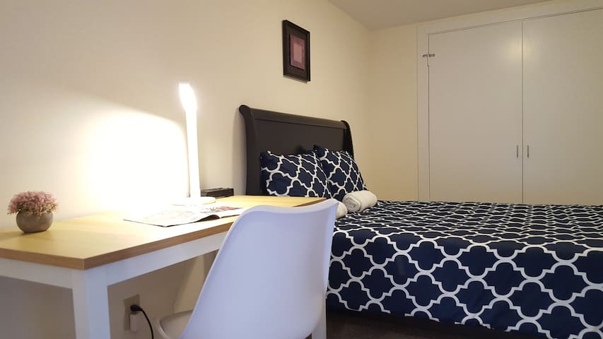 08. Nice room in Palisades/Georgetown