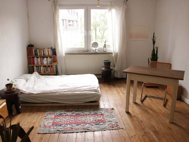 central- comfortable- cosy
