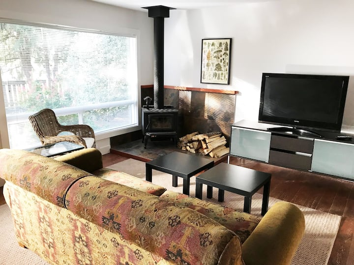 Cozy Cabiny Private Squamish House 3bdrm/2bath