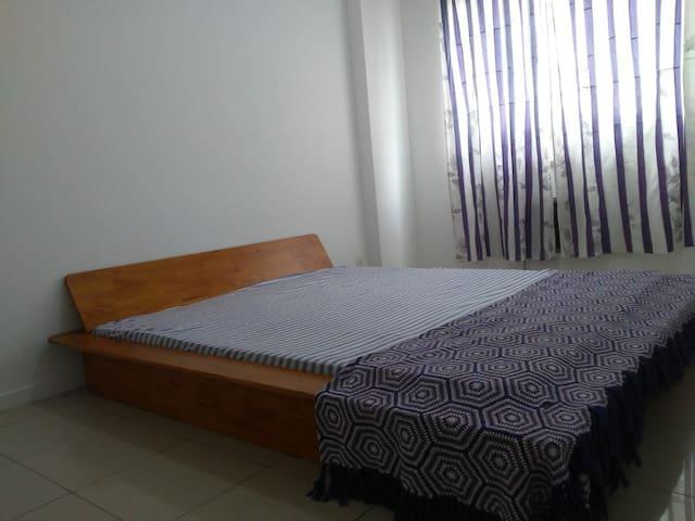 Suite confortável em apartamento no Recreio .