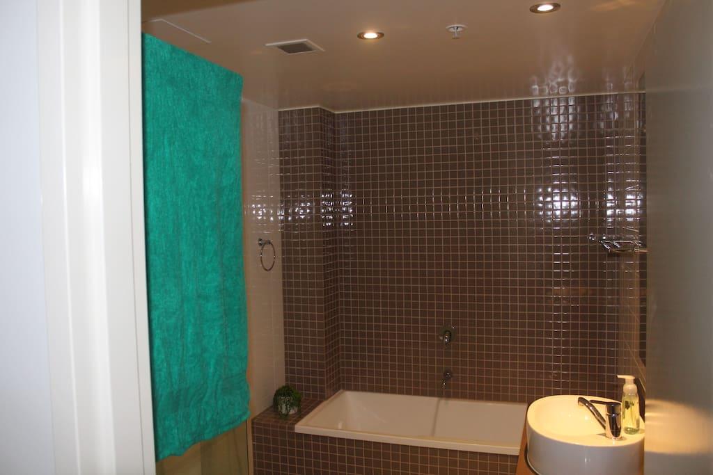 Ensuite Bathroom Shower & Bath included