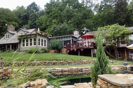 Beautiful Bluemont Retreat *3+Suite,Private,Comfy! - Bluemont - Ház