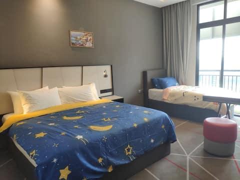 Unique Design, 1 bed room ,Large bed, Workspace