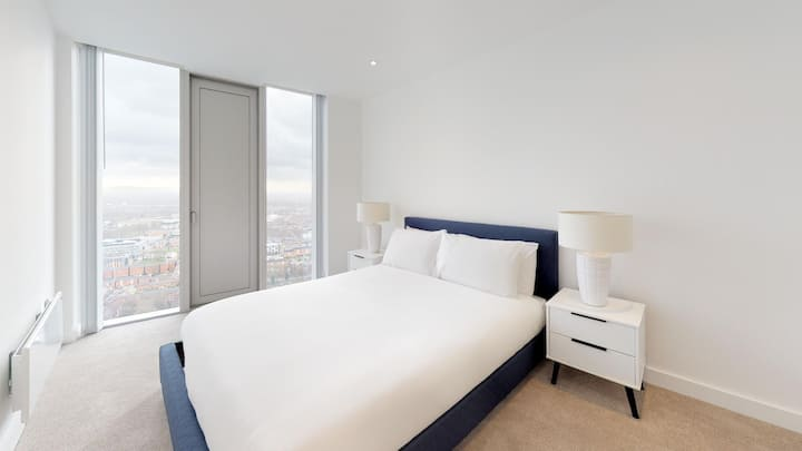 luxury apartment at deansgate square