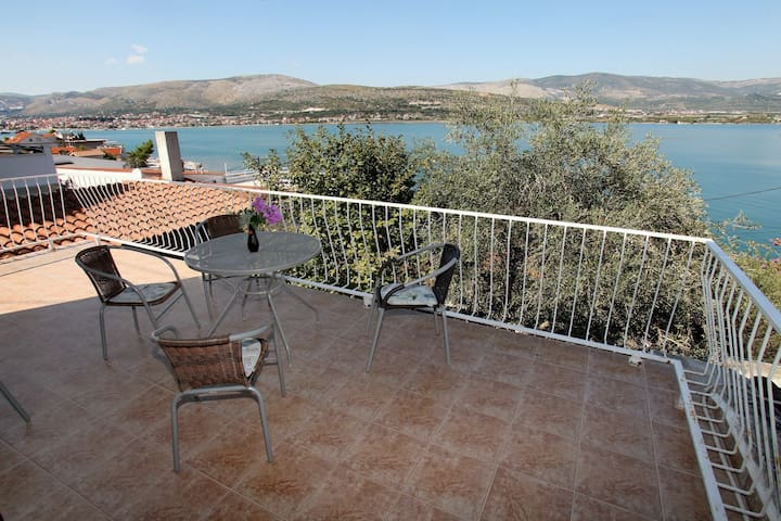 Holiday house Villa Maja Mastrinka, Island Ciovo