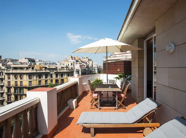 Modern Penthouse with views to Casa Mila