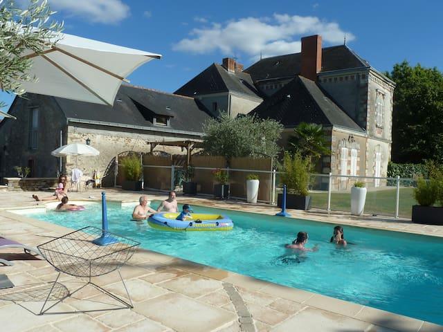 Chambre d'hôtes : 2 lits simples - Chaudefonds-sur-Layon - Gjestehus