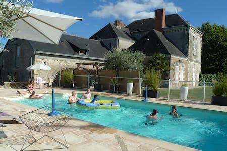 Chambre d'hôtes : 2 lits simples - Chaudefonds-sur-Layon - Konukevi