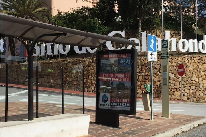 Bus stop/Parada de autobús