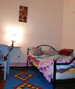 Chambre meublé avec balcon au centre TUNIS.1