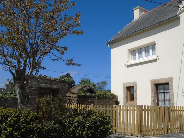 Cosy 2 bed gite, walk to the beach - Plougasnou - Casa
