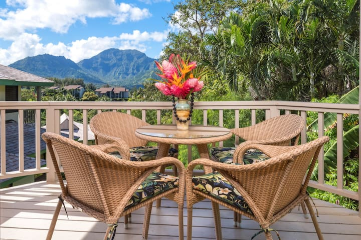 Luxurious villa w/ private lanai, mountain views & easy beach access!