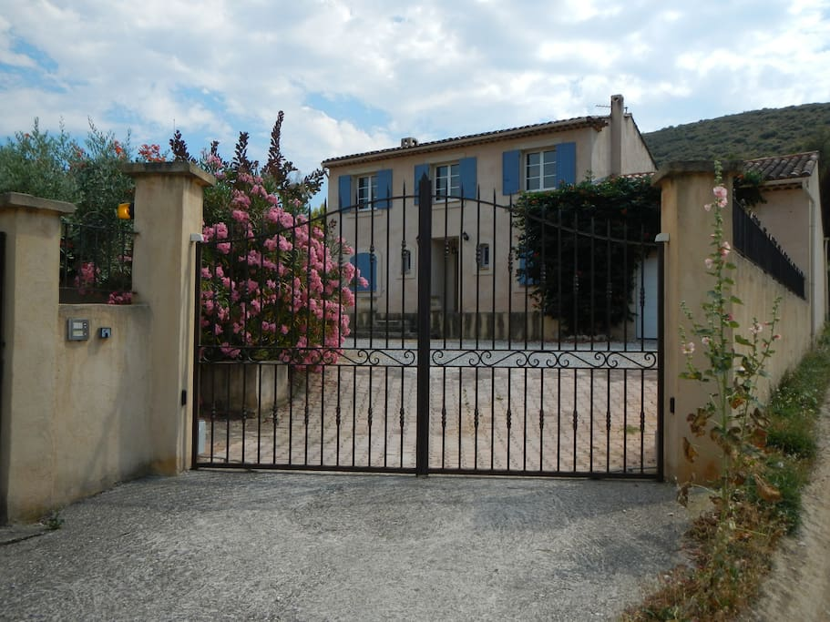 Bastide avec piscine houses for rent in saint est ve for Piscine st esteve
