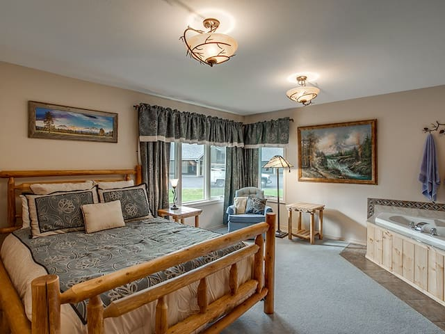 Deluxe Condo With a Rustic Cabin Infusion