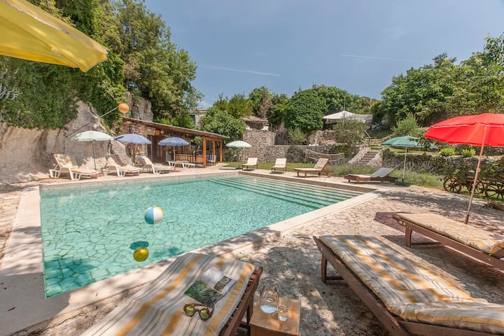 Unigue oldstone villa close to the Adriatic Sea