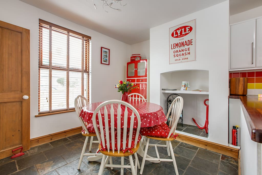 Bright and Cheerful Kitchen Diner