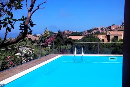 Rilassante Villetta vista mare - Costa Paradiso - Dům