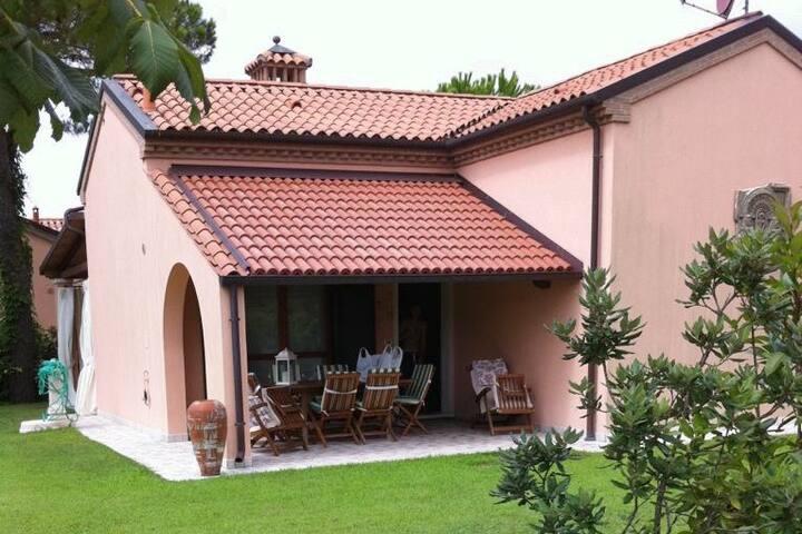 Villetta Singola In Contesto Residenziale
