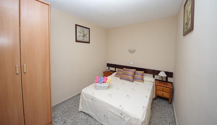 Pension Aduar Marbella. Habitación doble con baño privado cama de matrimonio /Double with double bed and private bathroom Pension Aduar in Marbella.