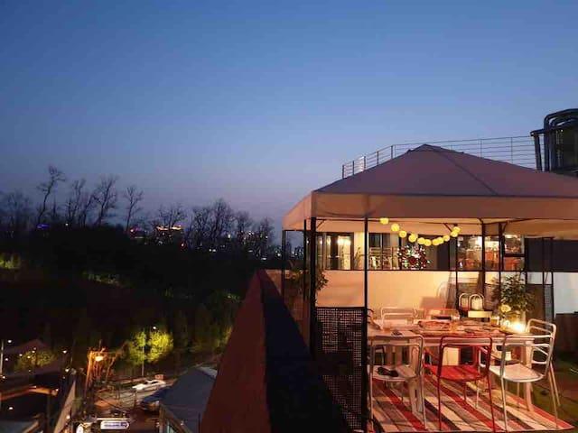 Stunning Rooftop 도심 속 루프탑 피크닉 • 캠핑 • 바베큐 <비박>