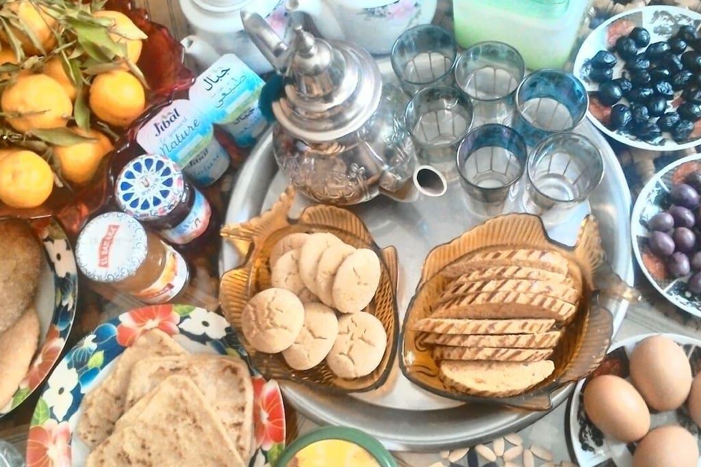 Votre rendez-vous du matin :) Un petit déjeuner marocain.