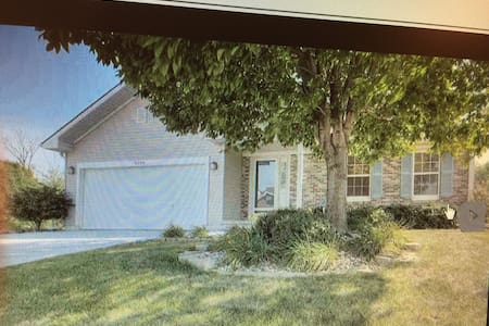 Quiet, Cozy, and very spacious home! - Omaha - Casa