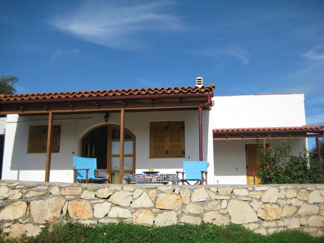 Picturesque Quiet Family Home - Panormos - Casa