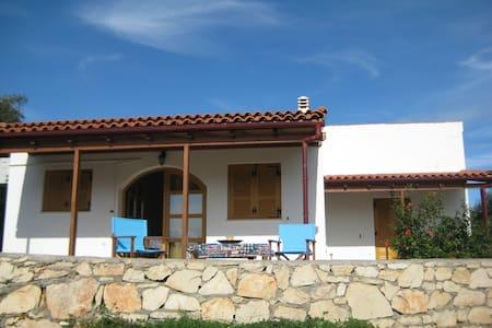 Picturesque Quiet Family Home - Panormos - Rumah
