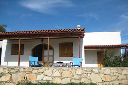 Picturesque Quiet Family Home - Panormos - Talo
