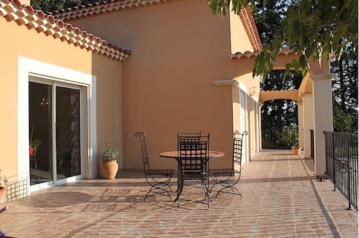 Jolie villa avec piscine aux portes du Luberon - Saumane-de-Vaucluse - Casa