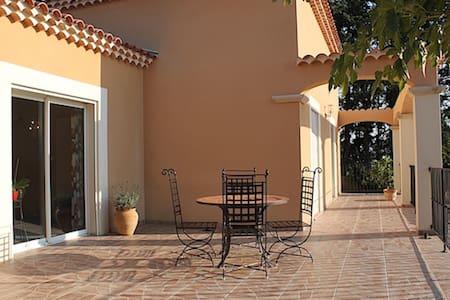 Jolie villa avec piscine aux portes du Luberon - Saumane-de-Vaucluse - House