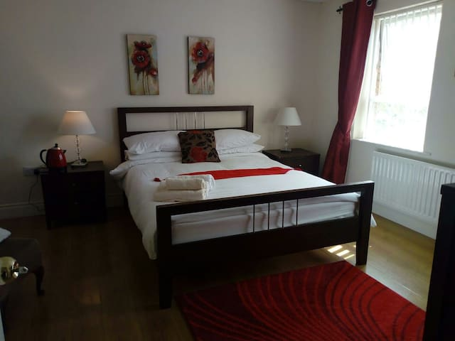 King Room with ensuite bathroom & Irish Breakfast