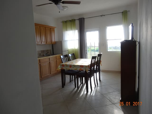 Belvedere Holiday Home - Michelle Apartment - Saint John's - Leilighet