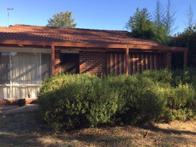Cosy villa - quiet & leafy complex - Theodore