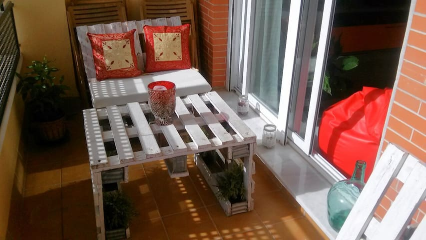 Private room in flat with magnificent terrace - San Juan de Aznalfarache - Appartement en résidence
