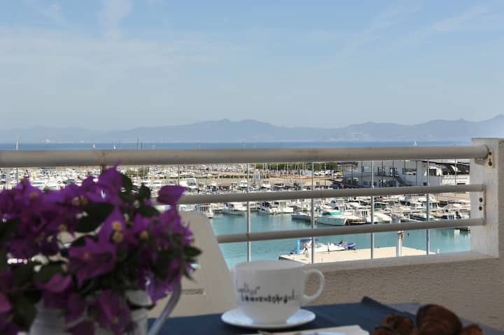 Port Marina 2: Nice apartment with seaview.
