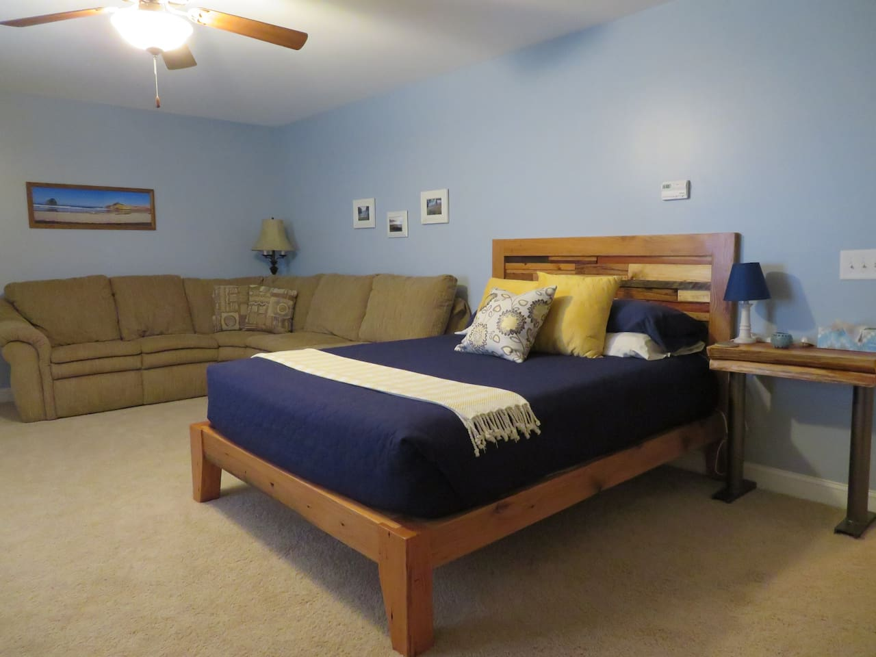 Very Large Room - Queen Bed & Sectional Sofa w/ Sofa Bed
