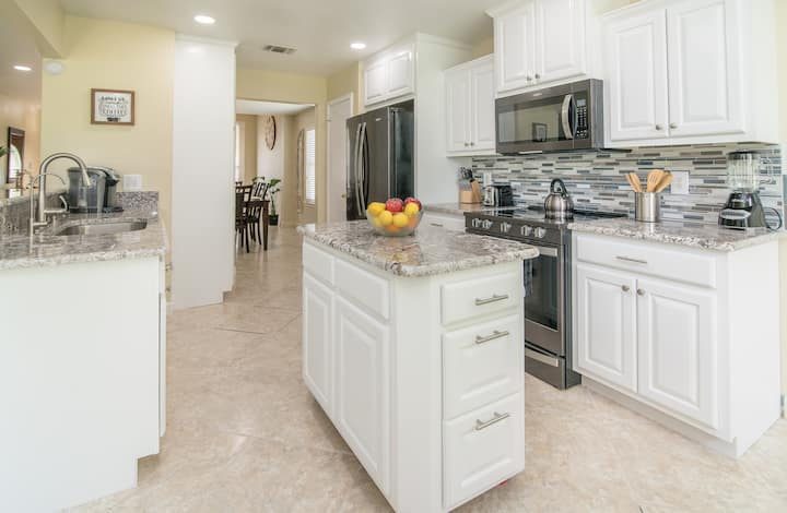 Amazing Home by Sea World & Six Flags