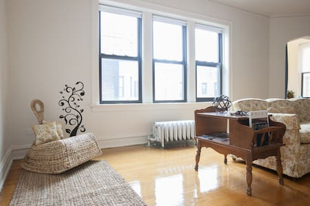 Authentic 1920s Castle: Room 2 - Chicago - Apartamento