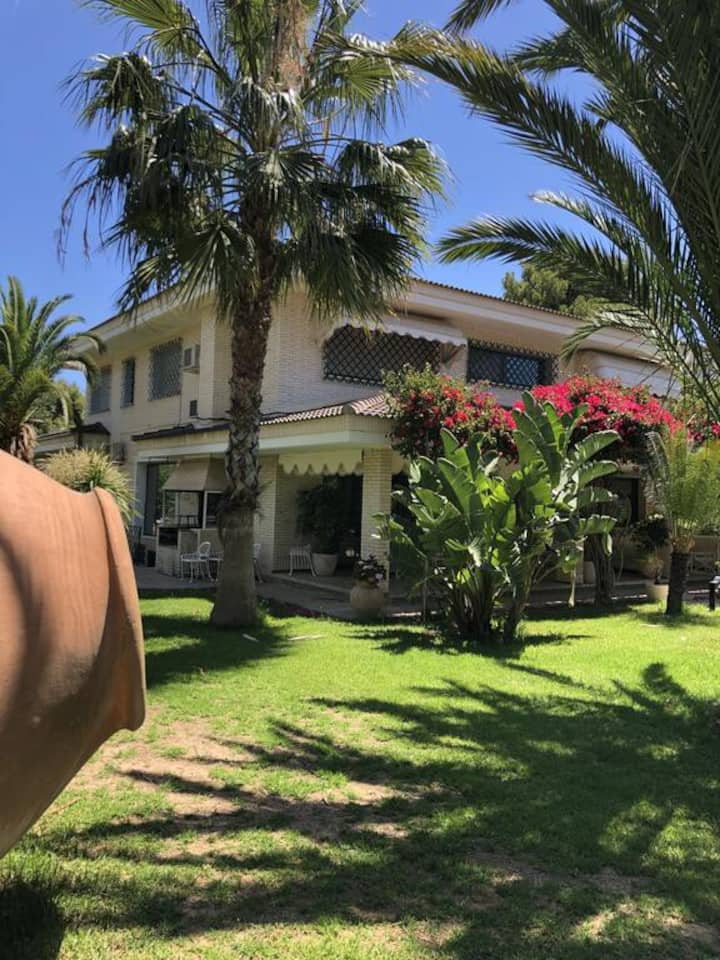 Villa with private Oasis, 7BR, AC, pool & tennis